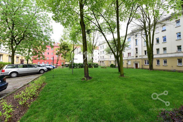 Niezależny układ, przy parku Kasprowicza, blok z cegły